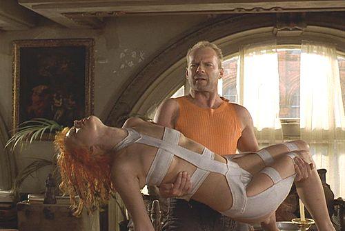 Leeloo (Milla Jovovich) et Korben (Bruce Willis)