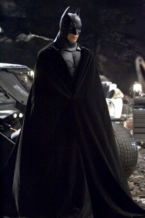 Christian Bale est le Batman, dans le film Batman Begins