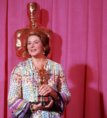 Ingrid Bergman recevant son troisième Oscar, pour le Crime de l'Orient Express