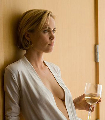 Radha Mitchell dans The Feast for Love