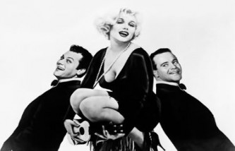 Jack Lemmon, Marilyn Monroe Tony Curtis posent pour la promo de Certains l'aiment chaud, de Billy Wilder