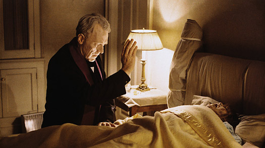 Max von Sydow en plein exorcisme dans le film de William Friedkin