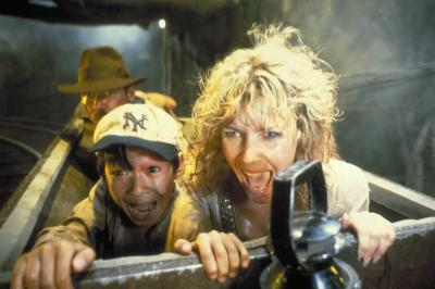 Willie (Kate Capshaw) et Demi-Lune (Ke Huy Quan) en danger
