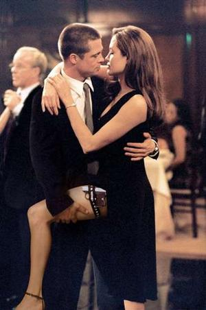 Brad Pitt et Angelina Jolie dans un danse tout droit tiré du True Lies de James Cameron: Mr and Mrs Smith