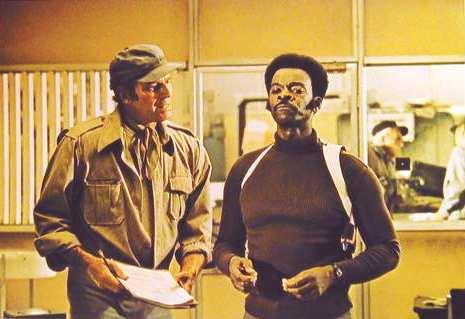 Charlton Heston et Brock Peters dans Soleil Vert